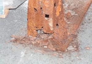 rust on pallet rack upright